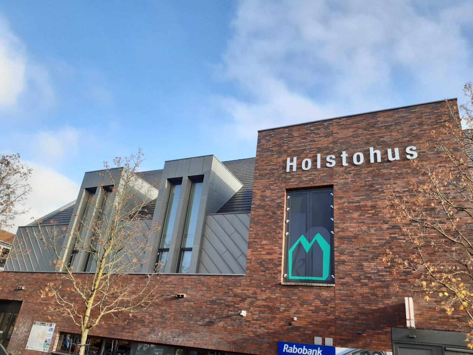De grote zaal van het Holstohus is ideaal in coronatijd